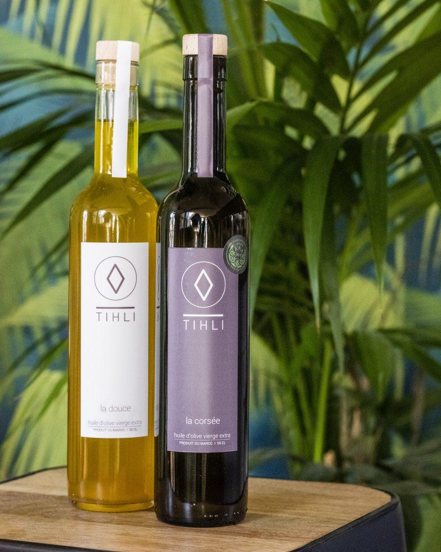 deux bouteilles huiles olives